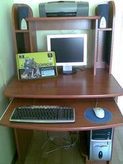 Компьютер и стол компьютерный( принтер бесплатно)