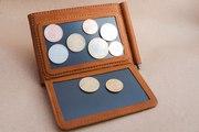 Зажим для денег с магнитной монетницей
